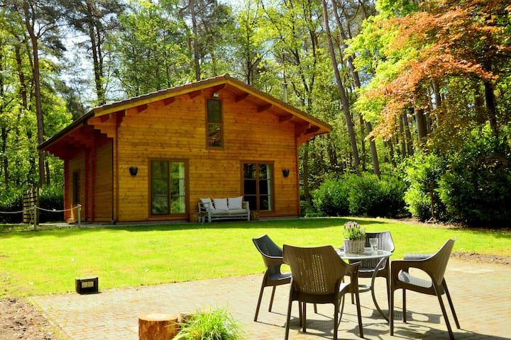 Detached chalet with lots of privacy and a large garden, in the middle of nature