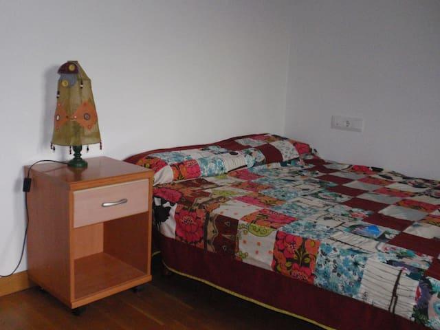 Habitación doble a 5km del centro de Pamplona - Tajonar - Casa