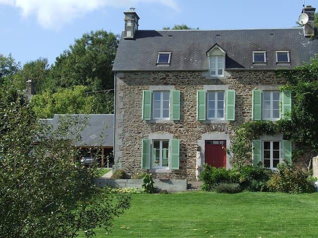 Le Clos du Val - Chambre d'hôtes La Joigne - Quibou - Bed & Breakfast