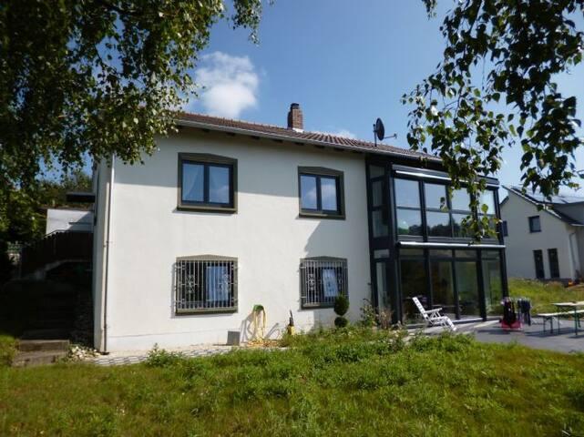 Helle 2-Zimmer Wohnung + Garten , nähe Würzburg - Estenfeld