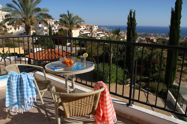 Peyia Apartment with Breath-taking Views & Pool