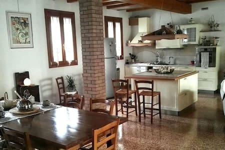 Spaziosa, luminosa ed elegante casa - Arre - House