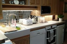 Fully equipped kitchen. Let us know any dietary requirements. Your full English or continental breakfast is in the fridge and freezer. Complimentary tea, coffee, chocolate, cereals.