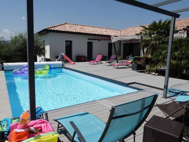 Maison contemporaine avec piscine, 5 mn Mâcon