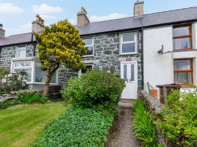 Comfortable holiday cottage Fron