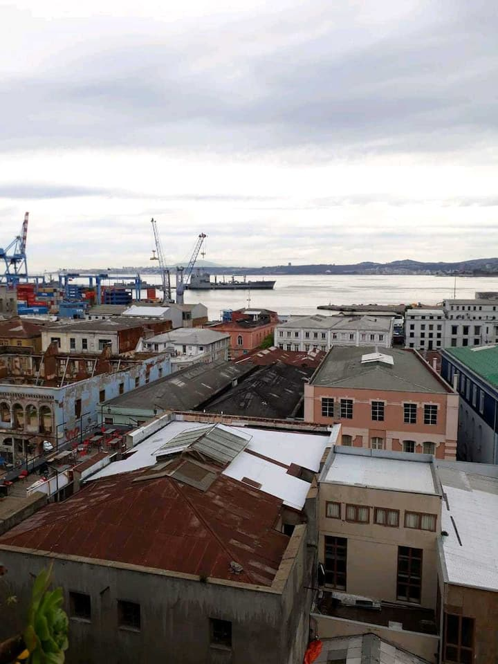 AVAILABLE ROOMS IN VALPARAISO DOWNTOWN