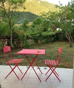 VILLAGE HOUSE WITH GARDEN/BEAUTIFUL VIEW-FREE WIFI - Belvianes-et-Cavirac - Casa