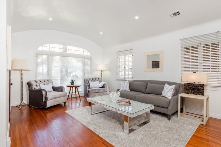 Charming Spanish house in prime Beverly Hills - Beverly Hills - Talo
