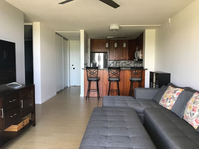 2 bedroom/1 bath Corner Unit
