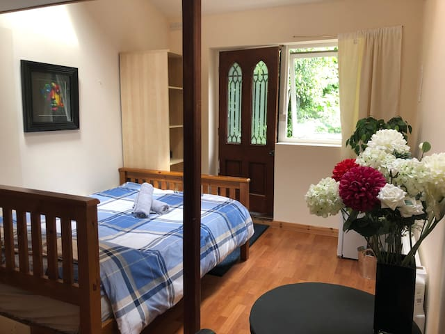 Relaxing Guest Suite - Stansted airport 5 minutes