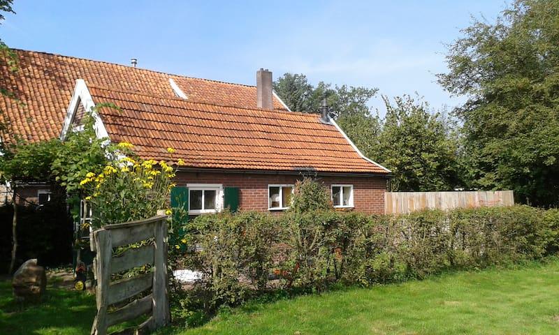 Een eigen huisje op een eeuwenoud erf - Winterswijk Brinkheurne - Cabana
