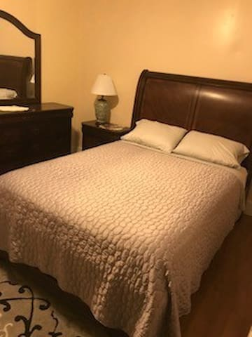 Marigny, beautiful cozy Queen room !!