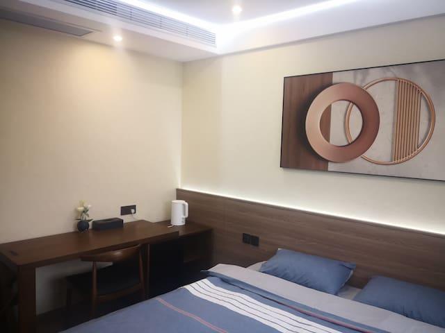 卧室六:每个卧室配中央空调,房子地暖和空调双供暖。