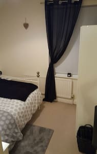 Double bed&bathroom close to town - Shrewsbury - Hus