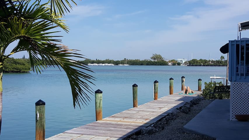 Bay House - Stunning Waterfront Privacy, 120' dock - Key Colony Beach - Dům