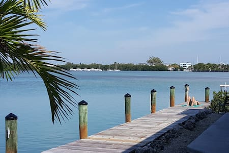 Bay House- Stunning Waterfront Privacy, 120' dock - Key Colony Beach - Casa