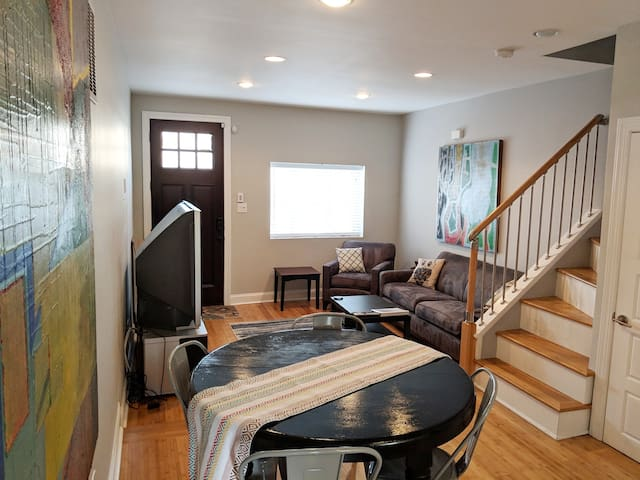 3 Bdrm 3 bath Central & Modern Fishtown Digs