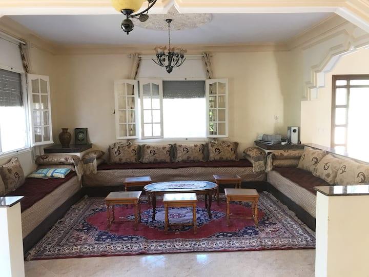 Villa avec beaucoup de charmes et spacieuse