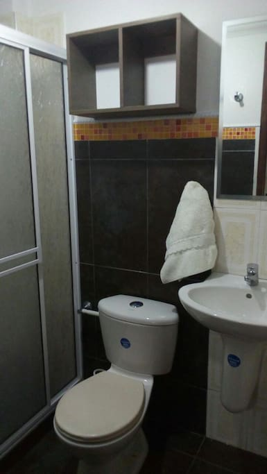 baño privado, con agua caliente