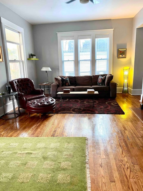 Historic Downtown w/Vintage Vibe * New Listing*