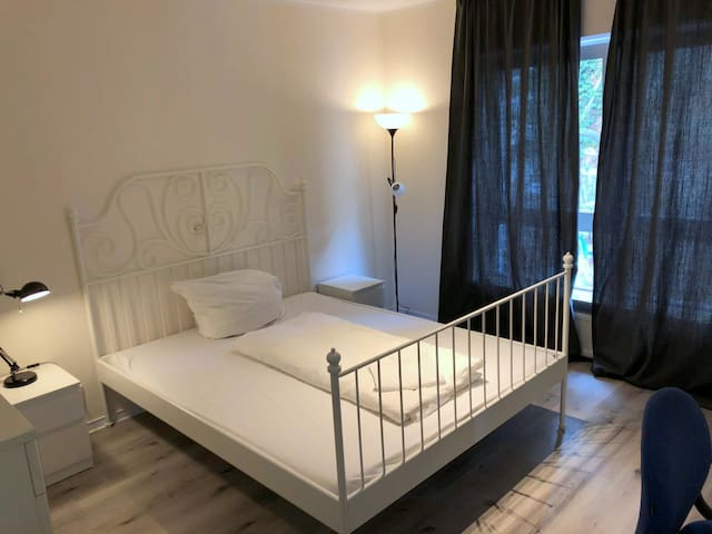 FULLY EQUIPPED 3 ROOM FLAT IN CITY CENTER
