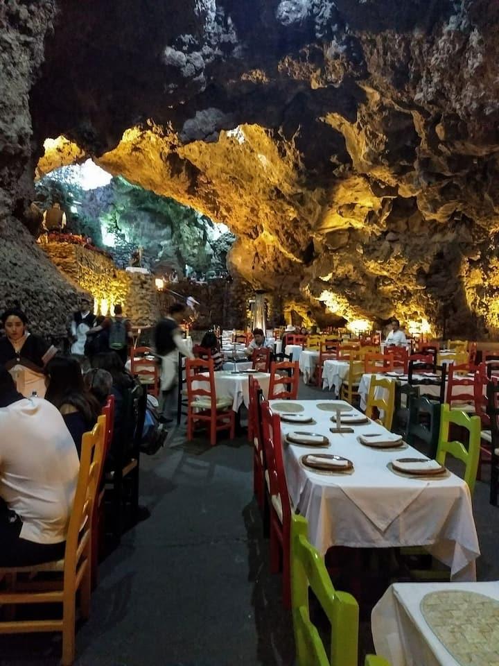 we will eat in la gruta