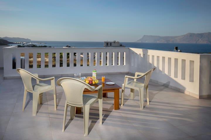 Joanna's  loft (Large balcony with  sea views)