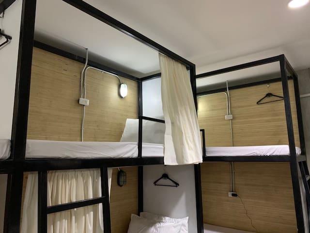 Happy Barkada Room w/ Wifi+Aircon+Hot&Cold Shower