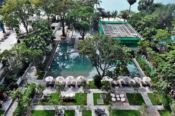 BEACHFRONT SEAVIEW, Zire Wongamat Luxury Condo - Pattaya - House