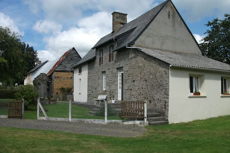 relaxing friendly rural retreat. - Saint-Georges-de-Livoye - Dům