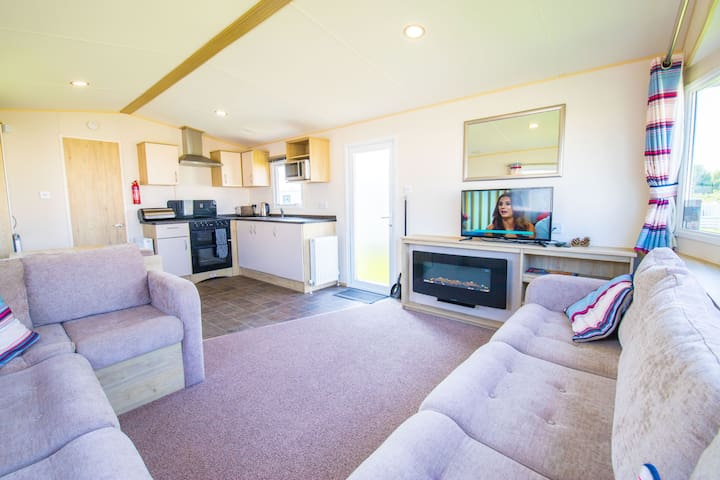MP652 - Camber Sands Holiday Park - Sleeps 8 - Modern Caravan - Quiet Location
