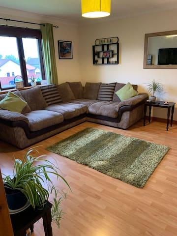 Spacious 1 bedroom flat, free parking