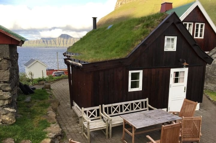 Charming cottage next to the Atlantic