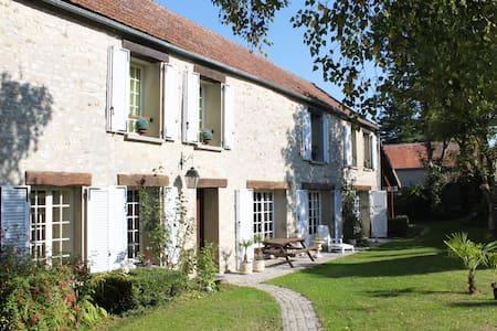 Maison de Charme Napoléonienne - Perdreauville - Ξενώνας