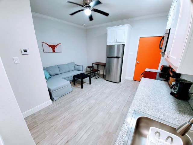 Lotus | 1 BR near DownTown |Close to everything 1F