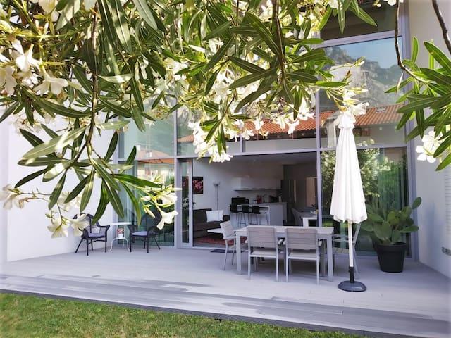 House with garage and garden at Garda Lake