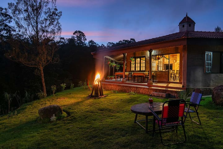 Eco Escape - Luxurious Farm Stay w/ Forest Treks