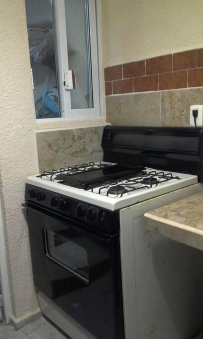 5 burner stove w/oven.