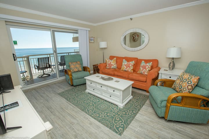 Destin Towers 61 is a Gorgeous Gulf front 2 BR Corner Unit