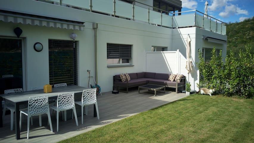 Appartement moderne avec terrasse & jardin privés - Sion - Condomínio