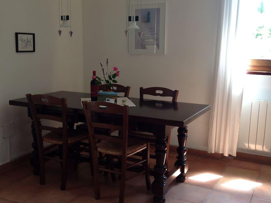 Esstisch in der Wohnküche