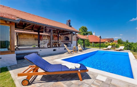 Holiday cottage with 2 bedrooms on 127m² in Martinkovec