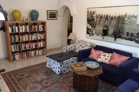 A Room in a Bookseller's Apartment - 耶路撒冷 - 公寓