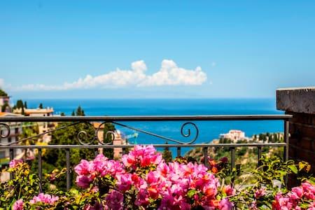 Tao Blue House - Taormina