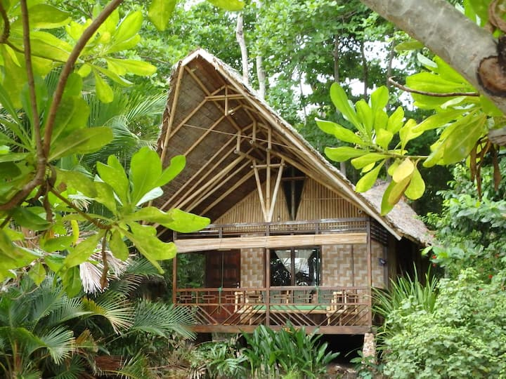 Beautiful natural bungalow on tropical Island