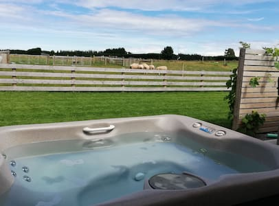 Sunset-Spa Pool-Stargazing-Serenity-Sheep-Netflix