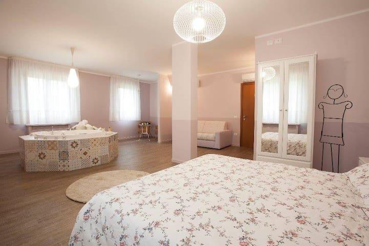 Suite con vasca idromassaggio,piscina e ristorante - Rio Salso-case Bernardi - Oda + Kahvaltı
