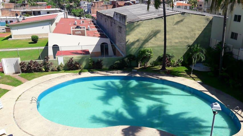 Departamento en Vallarta con alberca bien ubicado