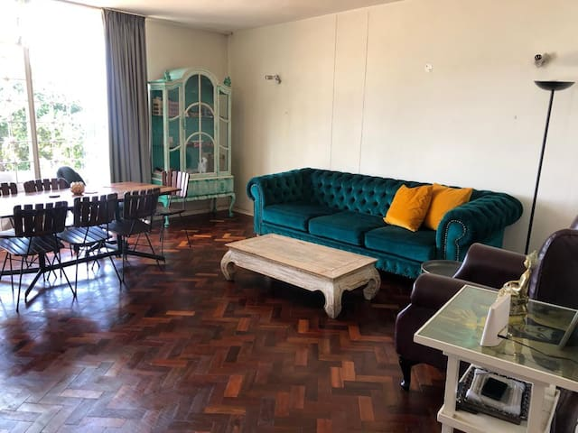 Sunny and well located apartment, Bryanston