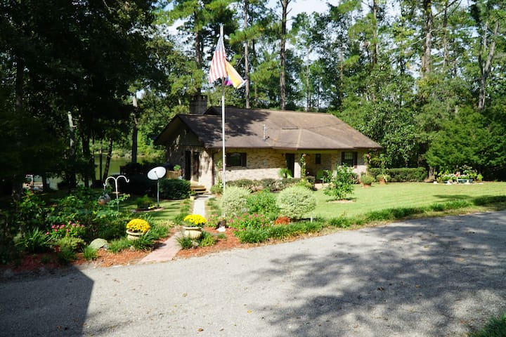 Country home on small lake near Tallahassee Fl. - Havana - Hus